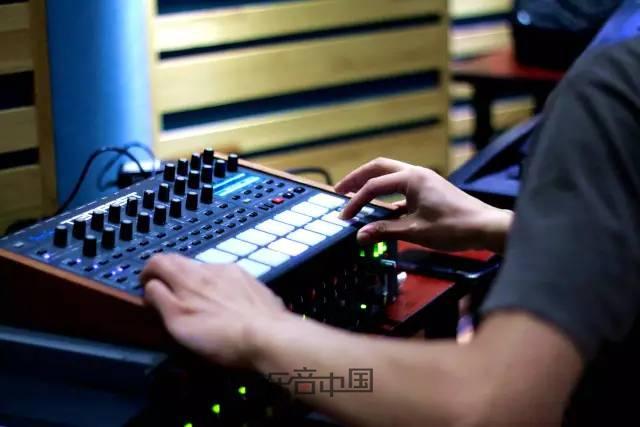 音乐tips |  合成器 — 神秘音色制造者